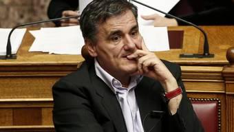 Der griechische Finanzminister Euklid Tsakalotos vor der Abstimmung am Dienstagabend im griechischen Parlament.