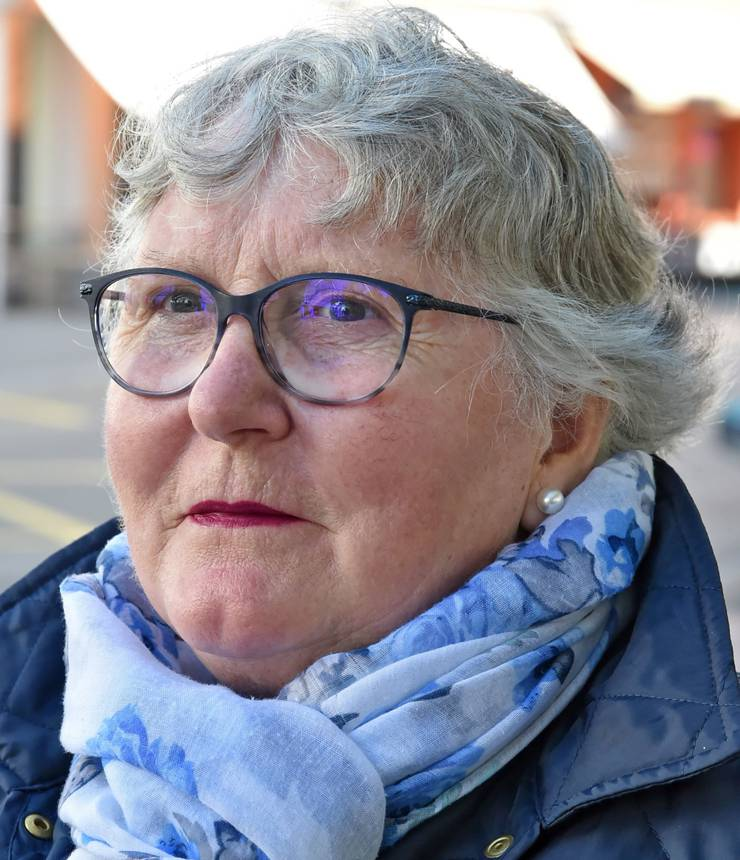 Rösli Setz, 69, aus Olten: «Ich bin schon wählen gegangen. Wenn ich wählen gehe, dann mache ich das immer schriftlich. Wichtige Themen sind für mich Umwelt, Finanzen und die Altersvorsorge. Das Parteiprogramm der BDP, FDP und SP sagt mir dabei am meisten zu.» (pl)