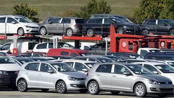 Autos von VW bei einem Schweizer Autohändler. Im Januar sind markant mehr Autos verkauft worden als vor einem Jahr.