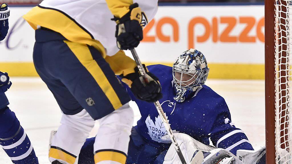 Auch Kevin Fiala findet an Torontos Goalie Frederik Andersen kein Vorbeikommen