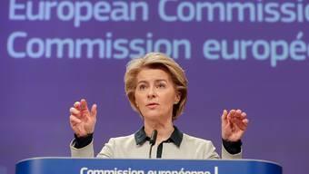 EU-Kommissionspräsidentin Ursula von der Leyen will beim EU-Budget für die kommenden Jahre angesichts der Coronavirus-Krise nochmals über die Bücher gehen. (Archivbild)