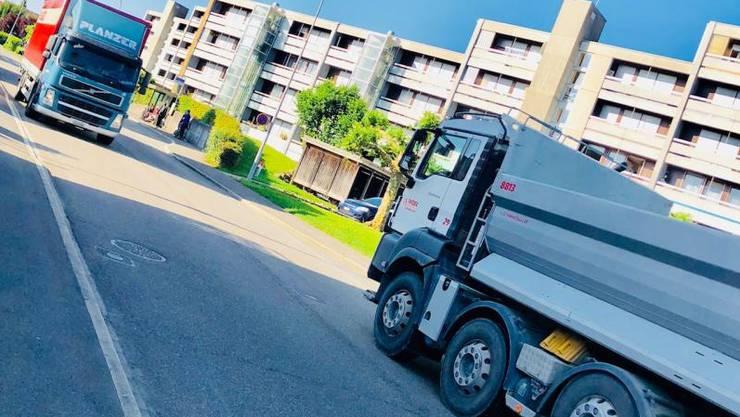 Die Staufbergstrasse in Niederlenz wird regelmässig von Lastwagen befahren und weist einen hohen Lärmpegel für die Anwohner auf.
