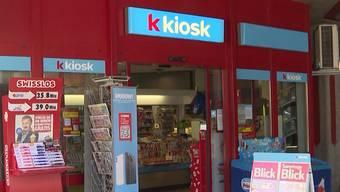 Der Mann rief bei der Kioskmitarbeiterin an und gab sich als Geschäftsführer aus. (Symbolbild)