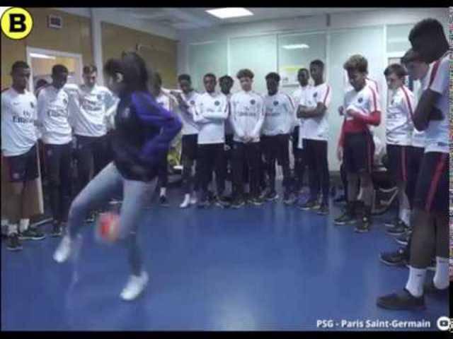 Lisa Female spielt PSG schwindlig
