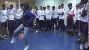 Lisa Female spielt den PSG-Nachwuchs schwindlig.
