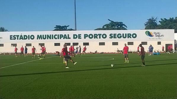 Twitter-Bild der Nati: «Anpassen ans neue Klima: unser Nationalteam beim ersten Training im Estádio Municipal in Porto Seguro!»