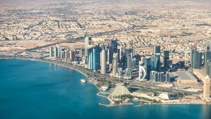 Imposante Skyline: Gäbe es die riesigen Erdgasreserven nicht, die das Land reich machen, so wäre hier nichts als Wüste.