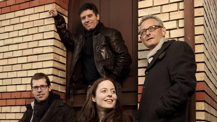 Das «Gregor LoepfeTrio» (v. l.) mit Richard Pechota, Bass, Gregor Loepfe, Klavier, und Peter Preibisch, Schlagzeug, bekommt Verstärkung von Mezzosopranistin Katja Baumann.