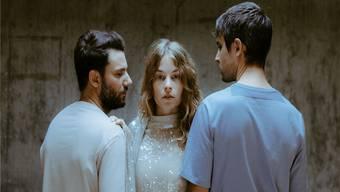«Ich möchte mit Georg und Manuel alt werden.» Anna Rossinelli und Manuel Meisel (links) sowie Georg Dillier (rechts). ho