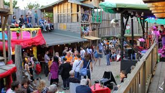 Gross und Klein hatte Spass auf dem wieder aufgebauten Robinson-Spielplatz im Augarten Rheinfelden. cim