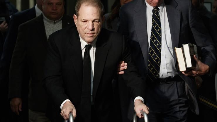 Ein sichtlich gealterter Harvey Weinstein am Montag vor Gericht.
