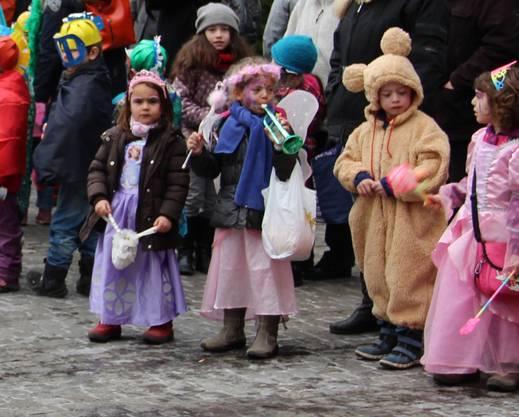 Die Kindergärtler versammelten sich auf dem Zentrumsplatz.