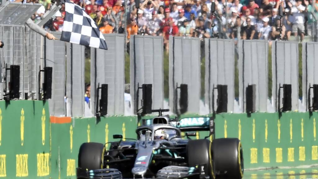 Weltmeister Lewis Hamilton kann bald wieder Gas geben