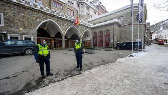 Eines der beiden unter Quarantäne gestellten Luxushotels in St. Moritz. Nun müssen die Hotels und Skischulen ihr Personal testen lassen.