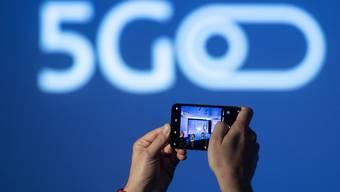 Der Verkauf der Lizenzen für den neuen Mobilfunkstandard 5G hat Millionenbeträge in viele Staatskassen gespült. (Archivbild)