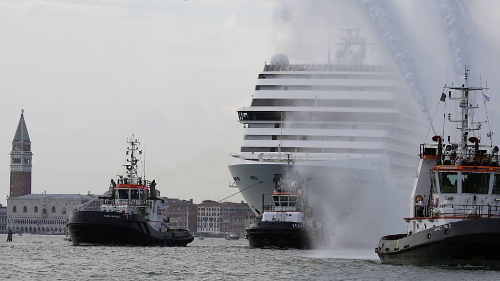 Das Kreuzfahrtschiff MSC Orchestra verlässt die Lagune Venedigs. (Archivaufnahme)
