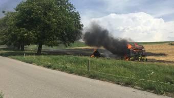 In Murten FR ist am Mittwoch an der Prehlstrasse eine Ballenpresse in Flammen aufgegangen.