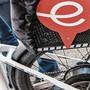 Immer mehr steigen vom Tram aufs Elektrovelo um: Politiker wollen kombinierten Zugang zu den Verkehrsträgern.