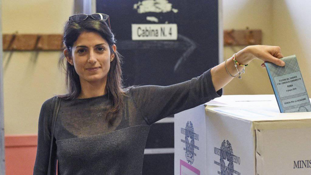 In Rom hat Virginia Raggi, die Kandidatin der Bewegung Fünf Sterne, die besten Chancen, Bürgermeisterin zu werden. In Umfragen lag die 37-jährige Rechtsanwältin zuletzt bei rund 30 Prozent.