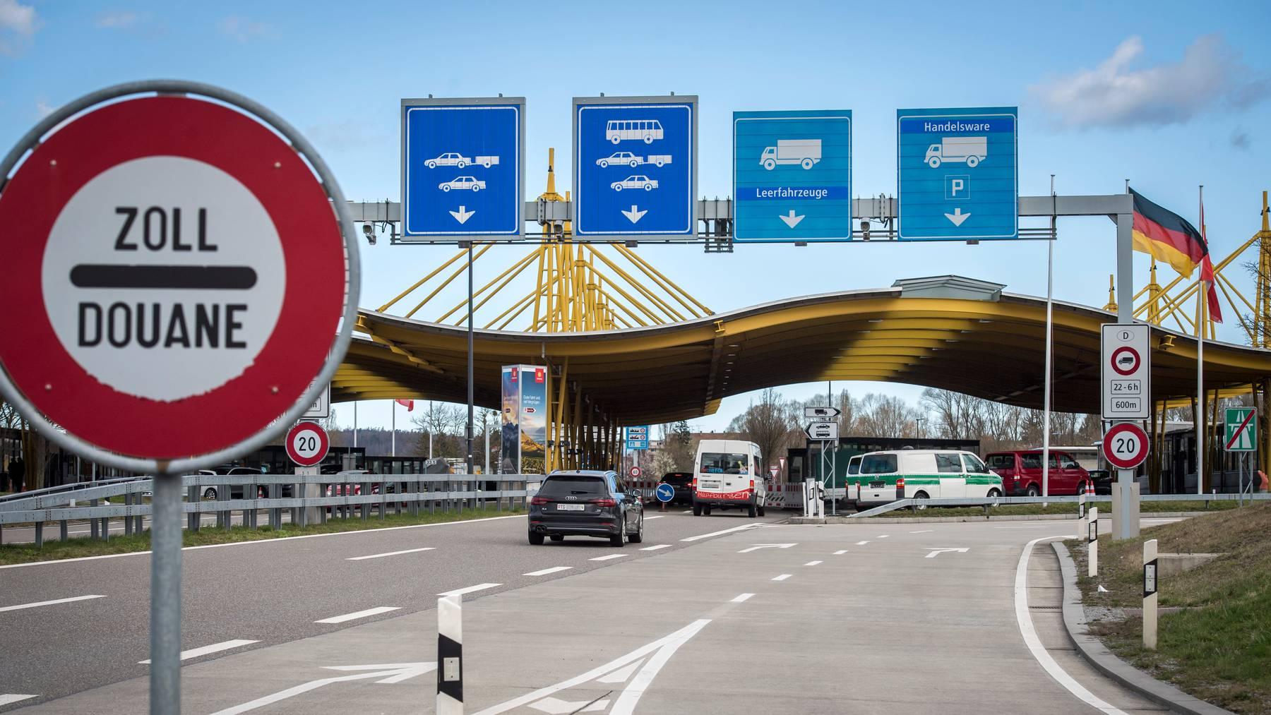 Die Zollverwaltung büsste Schweizer beim Grenzübertritt. Eine Interpellation fordert jetzt die Herausgabe von Zahlen.