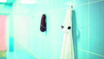 Ein 21-jähriger Schweizer hat illegal Buben in der Umkleidekabine gefilmt.