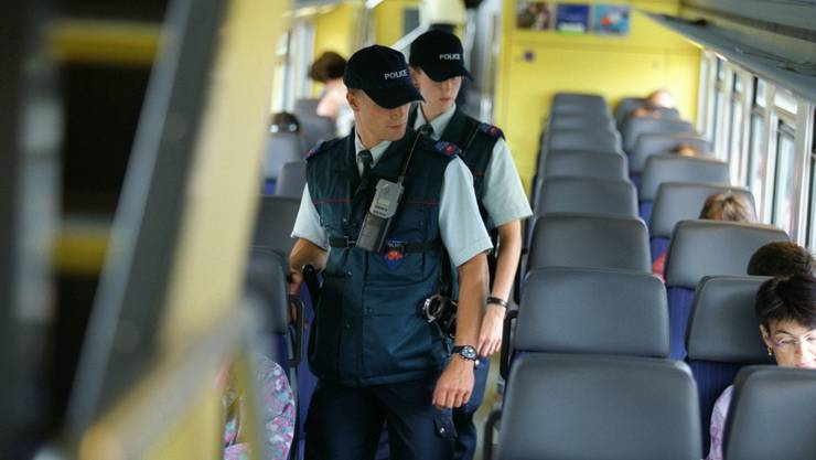 Bahn-Polizei muss vermehrt Kontrollen in Zügen duchführen. (Symbolbild)