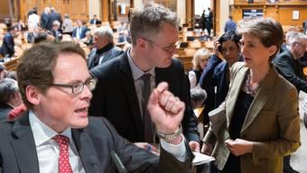 Das meistdiskutierte Thema der Woche: Als SVP-Nationalrat Roger Köppel spricht, verlässt SP-Bundesrätin Simonetta Sommaruga den Saal. (Fotomontage)