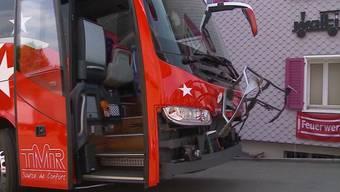 Der Chauffeur des Mannschaftscars hat im Juli in Seon einen Unfall verursacht und dabei die querschnittgelähmte Marianne Englert verletzt. Warum wurde er nun von der Staatsanwaltschaft angeklagt?