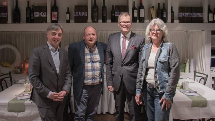 Elio Frapolli (VZD-Präsident), Valentin Schmid (Gemeindepräsident Spreitenbach), Otto Müller (Stadtpräsident Dietikon) und Sabine Billeter (VZD-Geschäftsführerin) freuen sich bereits auf das Dietiker Stadtfest.