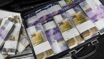2015 flossen über Direktinvestitionen 100 Milliarden Franken von der Schweiz ins Ausland. Das liegt deutlich über dem Durchschnitt der letzten 10 Jahre. (Symbolbild)