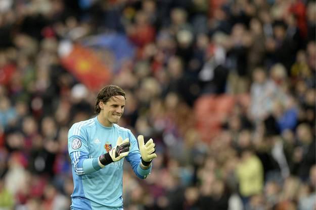 Yann Sommer applaudiert seinem Teamkollegen