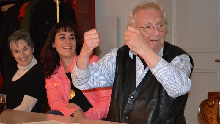 Peter Bichsel unterhielt die Mitglieder und Gäste des Journalistenvereins Aargau-Solothurn in Olten mit seinen Anekdoten und viel Ironie. Foto: KAS