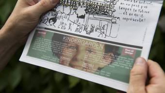 Eine Festivalzeitschrift mit dem Bild des Buben