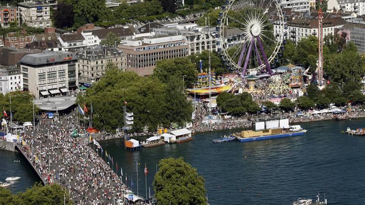 Tausende werden in einem Monat über die Quaibrücke spazieren (Bild Züri-Fäscht 2007)