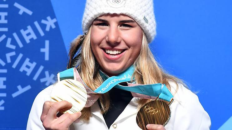 Ester Ledecka jubelt über ihre beiden Goldmedaillen