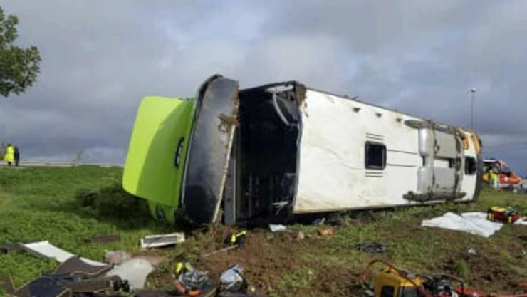 33 Menschen wurden beim Unfall dieses Flixbuses in Nordfrankreich verletzt. Der Bus war auf dem Weg von Paris nach London.