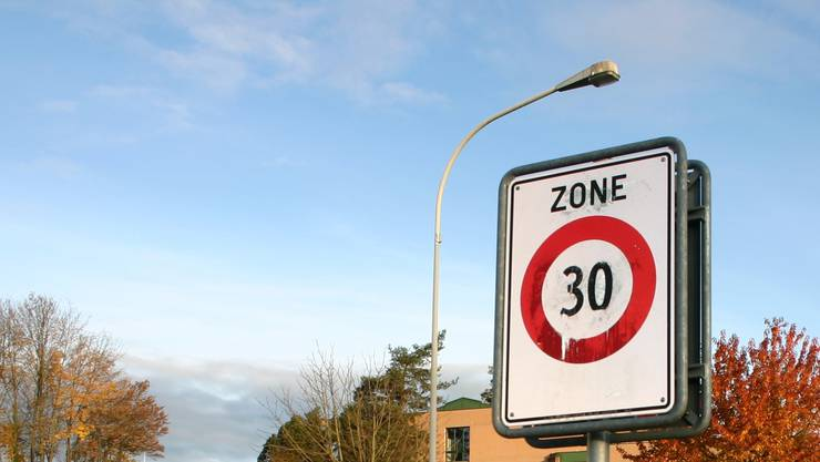 Tempo 30 in den Quartieren soll mit der mobilen Radaranlage besser überwacht werden können. (Symbolbidl)