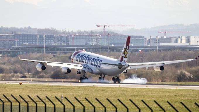 Die Fluggesellschaft Edelweiss brachte weitere Schweizer zurück in die Heimat. (Bild vom 24. März 2020)