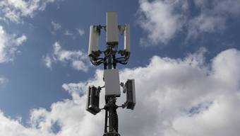 In Aesch wurde eine von 4G auf 5G aufgerüstete Antenne ohne Publikation und Baubewilligung in Betrieb genommen. (Symbolbild)
