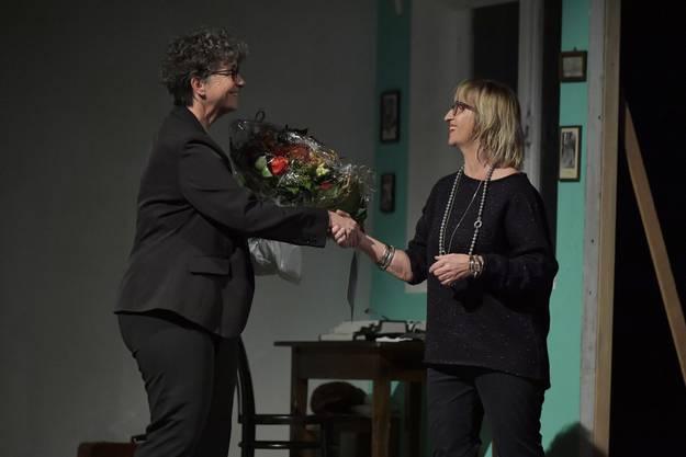 Theres Liechti Gertsch aus Biel gratuliert im Namen der Bieler Institutionen