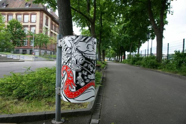Verwandelt in «Kunstkübel» stehen dem Rhein entlang mehr als 60 Abfalleimer in neuem Gewand.
