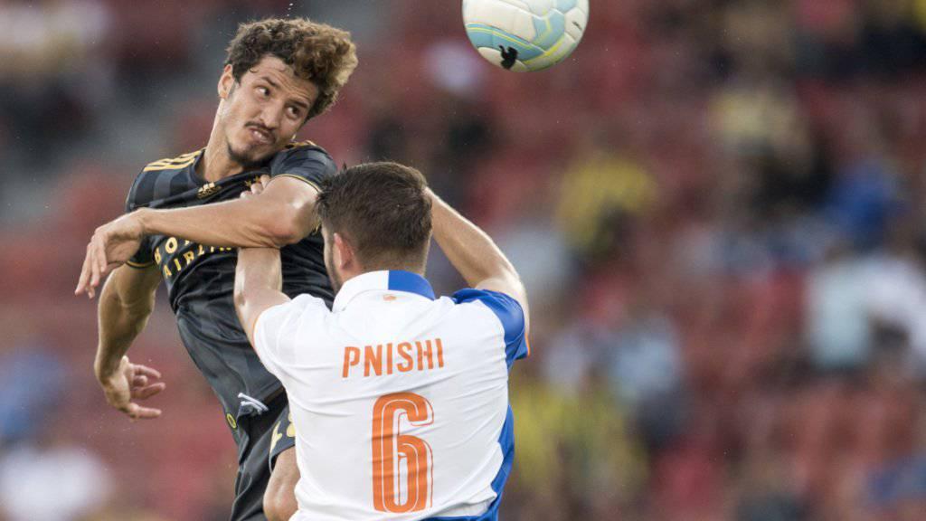 Der Türke Salih Uçan (links) spielt per sofort für Sion. Zuletzt spielte er für Fenerbahçe Istanbul. Mit den Türken traf er vor einem Jahr in den Europa-League-Playoffs auf die Grasshoppers (im Bild)