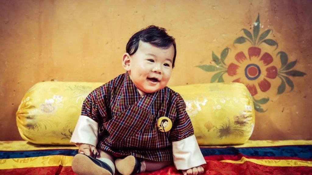Butans Kronprinz Jigme N Wangchuck macht als Kalendermodel die Bewohner seines Landes glücklich.