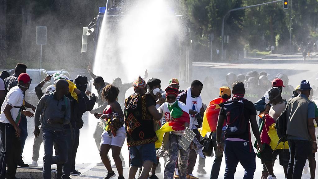 Die Gegner von Kameruns Präsident Biya hatten wiederholt versucht, ins Luxushotel Intercontinental vorzudringen.