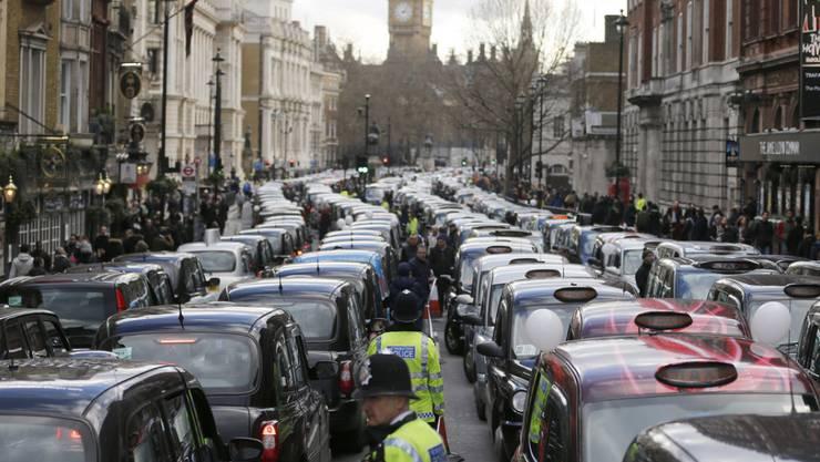 Tausende Taxis blockieren die Strassen Londons.
