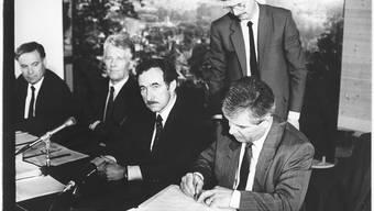 Sie unterschrieben den Laufentalvertrag im Jahr 1989 (v.l.): Die Baselbieter Regierungsräte Werner Spitteler und Clemens Stöckli, der Berner Regierungsrat Peter Schmid sowie Rudolf Imhof, Vertreter der Laufentaler Delegation.