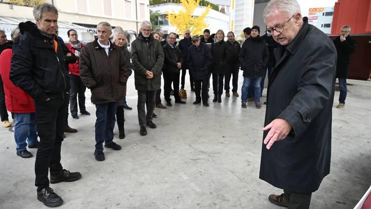 Alt Stadtbaumeister Claude Barbey erläuterte die Überlegungen zur Gestaltung des Stadtzentrums vor 20 Jahren.