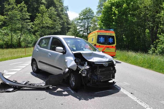 Beide Fahrzeuge erlitten einen Totalschaden.