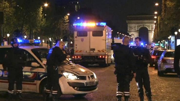 In Paris wurde am Donnerstagabend ein Polizist getötet.