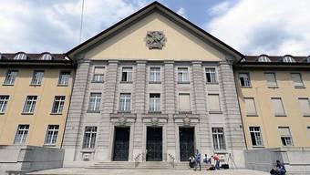 Der Notar muss sich am kommenden Mittwoch vor dem Bezirksgericht Zürich verantworten. (Symbolbild)